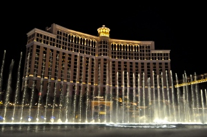 Watching the Bellagio Fountain show from Las Vegas Blvd.