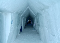 The snowy corridor of the Hotel de Glace