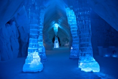 The front foyer of the Hotel de Glace