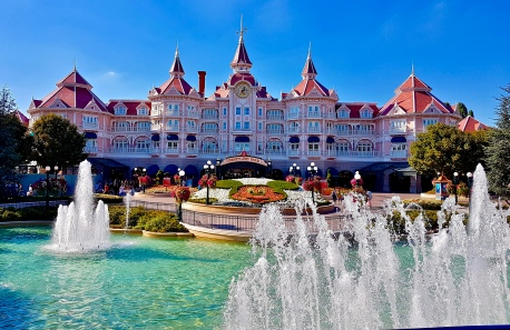 Entering Disneyland Park