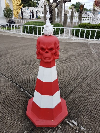 Skeleton head pylon