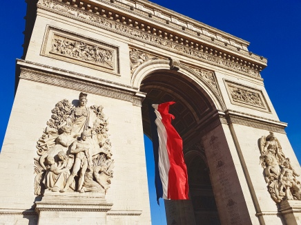 Flag waving in the Arc de Triomphe