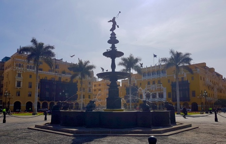 Fountain in the centre of Plaza de Armas